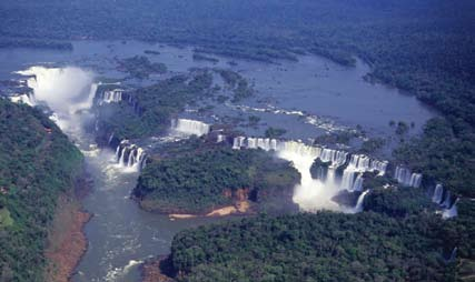 """ A UNESCO World Heritage Site, las cataratas del Iguazú span three kilometers and are comprised of 275 cascades split into two main sections by the San Martín Island."