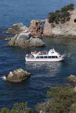 3 hours 10 /1 hour 30 minutes; 20 /3 hours Yes Hire of material From 1 to 17 people N/A 3 /day Yes From 9 a.m. to 6 p.m. Open all year round Aquarama Lloret Tel.
