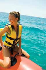27 Water Sports Fenals p. 27 Water Sport Center Lloret p. 28 Senderismo y marcha nórdica Hiking and Nordic walking Lloret Turisme p. 28 Nordic Walking Es Trajo p.