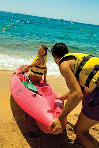 Sea kayaking is a great nautical activity for discovering the most beautiful hidden corners of the Lloret coastline.