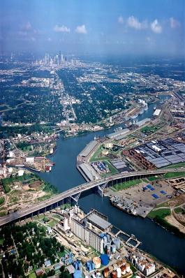 Seaport Port of Houston 35 km All Freeway 207 million