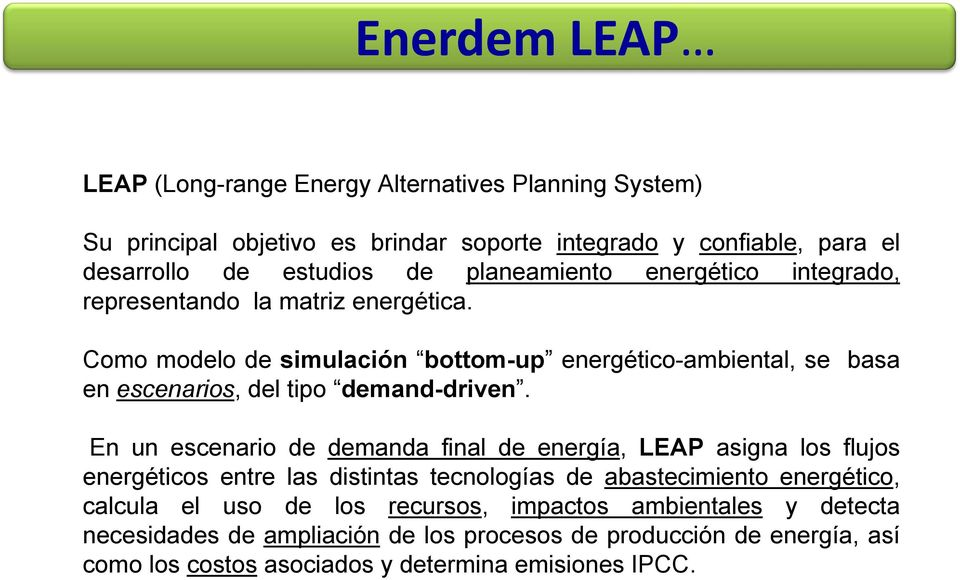 Como modelo de simulación bottom-up energético-ambiental, se basa en escenarios, del tipo demand-driven.