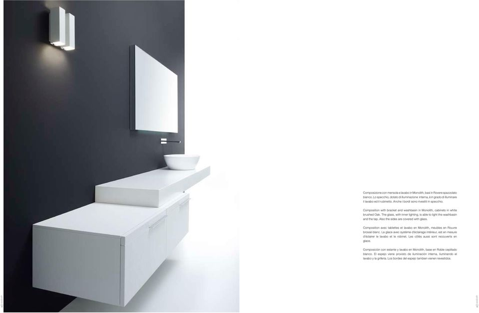 Also the sides are covered with glass. Composition avec tablettes et lavabo en Monolith, meubles en Rouvre brossé blanc.
