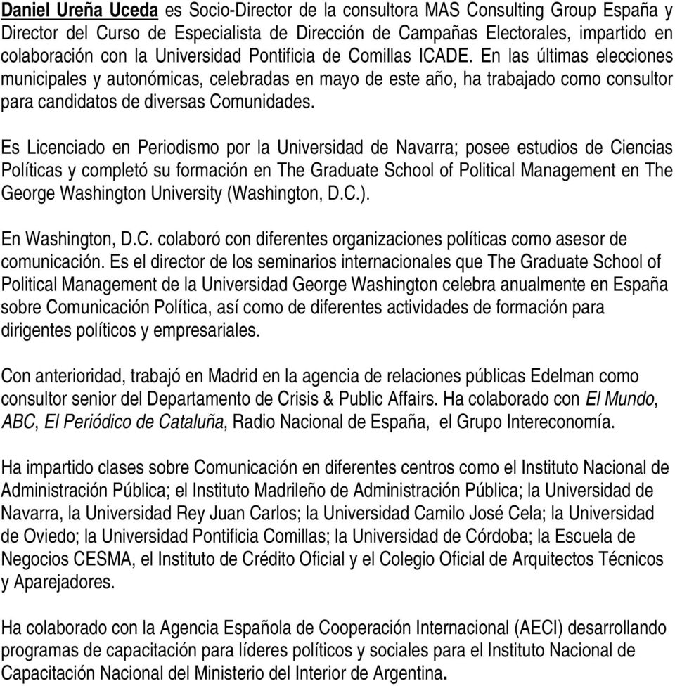 Es Licenciado en Periodismo por la Universidad de Navarra; posee estudios de Ciencias Políticas y completó su formación en The Graduate School of Political Management en The George Washington