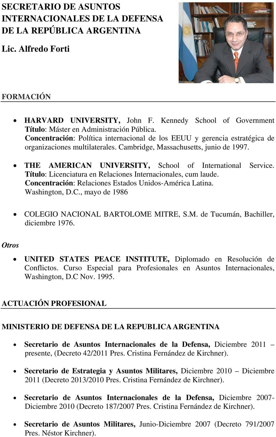 Cambridge, Massachusetts, junio de 1997. THE AMERICAN UNIVERSITY, School of International Service. Título: Licenciatura en Relaciones Internacionales, cum laude.