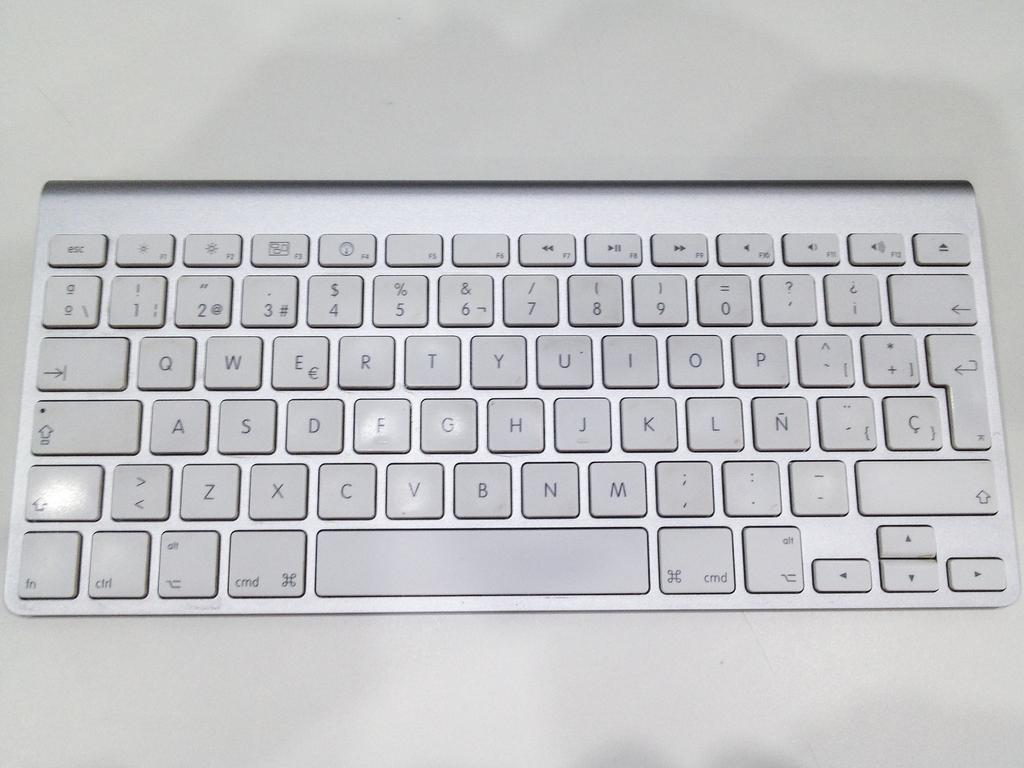 7f3044ebac9 Apple Wireless Keyboard (A1255) Desmontaje. Escrito por: mayer ...
